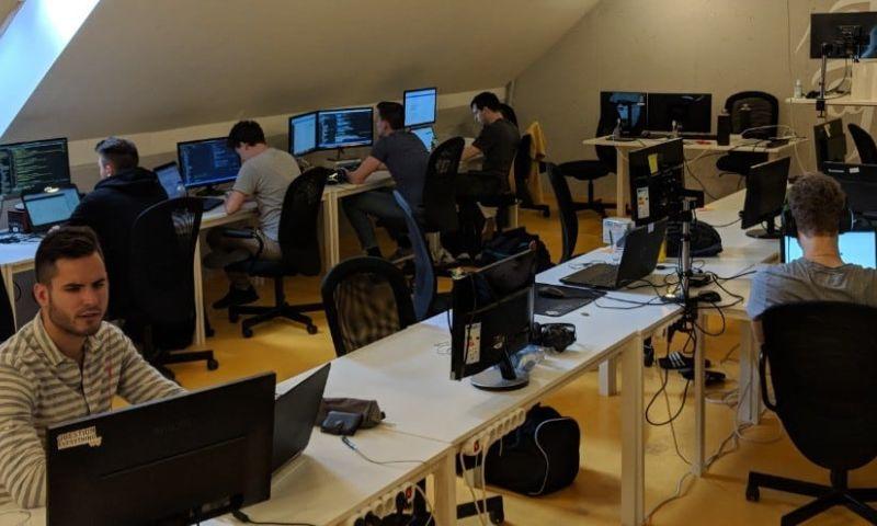 Coding Sans - Photo - 2