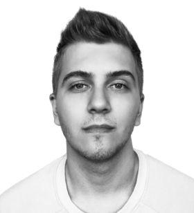 UI/UX & Graphic Designer