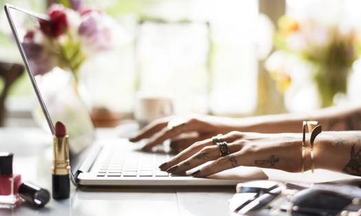 Best Beauty Websites Woman Laptop Makeup Lipstick