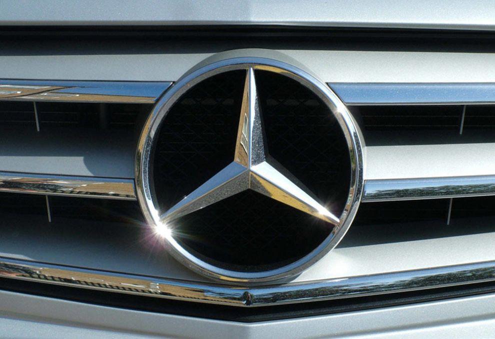 Mercedes-Benz Logo Design Car Hood