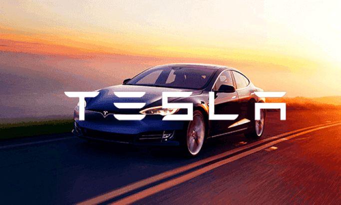 Tesla's Interactive B2C Website Informs & Excites With Immersive Design Elements
