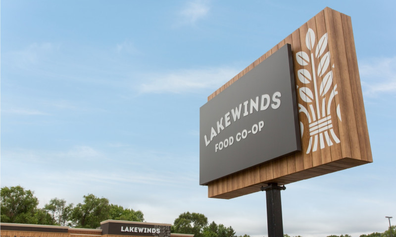 CAPSULE - Lakewinds Signage System