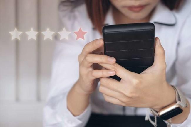 Online reputation management: client leaving online review